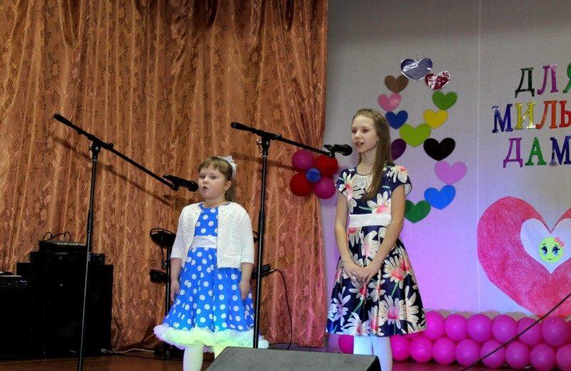 7 марта в Михновском доме культуры прошел концерт, посвященный Международному женскому Дню 8 марта. Участники художественной самодеятельности подарили зрителям незабываемый концерт, наполненный шутками, песнями и душевным теплом.